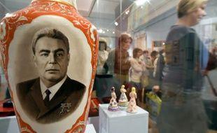 Des visiteurs à l'exposition officielle en hommage à Léonid Brejnev, le 12 février 2016 à Moscou en Russie