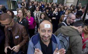 Paris le 21 octobre 2013. 42, rue Washington. Siège de Lagardere. Greve générale des salariés du groupe et rassemblement devant les portes fermées de l'état major de Lagardere.