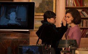 Natalie Portman se fait remaquiller sur le tournage de «Jackie», qui s'est en partie déroulé à la Cité du cinéma, à Saint-Denis.