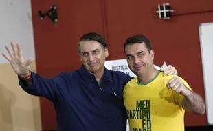 Jair et son fils Flavio Bolsonaro (Archives)