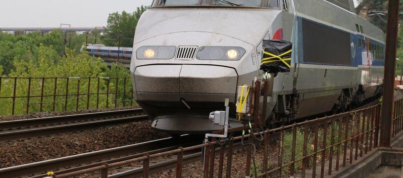 TGV arrivant en gare de Bordeaux le 8 mai 2016
