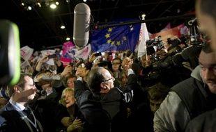 """Le choix du Bourget pour le premier grand meeting de François Hollande a inspiré la presse, qui estime lundi que la campagne du candidat PS à l'Elysée a plutôt réussi son """"décollage""""."""