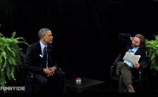 Barack Obama et Zach Galifianakis entre deux fougères.