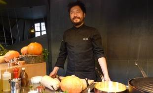 Le chef Pierre Sang, dans son restaurant de la rue Oberkampf à Paris (11e).