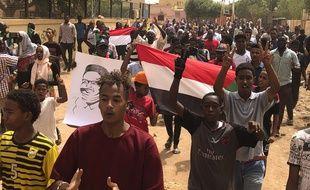 Des manifestants contre les militaires au pouvoir à Khartoum, au Soudan, le 30 juin 2019.