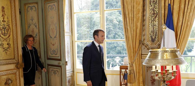 Emmanuel Macron dans son bureau officiel de l'Elysée le 22 septembre 2017