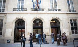 Illustration de Sciences po à Paris, le 4 avril 2012, après la mort de son directeur Richard Descoings, dans sa chambre d'hotel à New York.