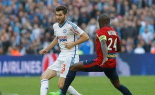 André-Pierre Gignac face à Rio Mavuba lors de Marseille-Lille le 21 décembre 2014 au stade Vélodrome.