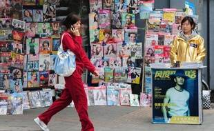 La Chine a renoué en mars avec un excédent commercial, mais ses exportateurs continuent de souffrir de la crise de la dette en Europe et d'une reprise hésitante aux Etats-Unis, tandis que la croissance des importations a fortement ralenti.