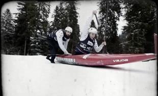 Les céistes Matthieu Péché et Gauthier Klauss ont encore skié en canoë dans une nouvelle vidéo.