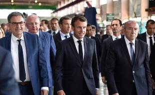 En déplacement dans le Rhône en juillet, Emmanuel Macron a évité de trancher dans le duel fratricide opposant David Kimelfeld (à gauche) et Gérard Collomb (à droite) pour les municipales.