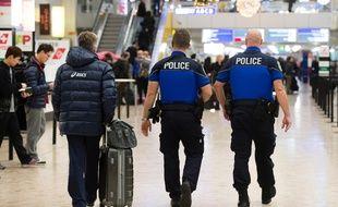 Les dispositifs de sécurité ont été renforcés comme ici à l'aéroport de Genève en Suisse. AFP / Richard Juilliart