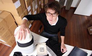 """Adrien Hervé-Pélissier a créé """"Le sourire du plombier"""" dans son petit atelier à Rennes."""