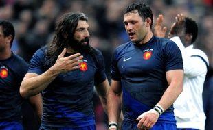Sébastien Chabal et Lionel Nallet, ici face au Pays de Galles lors du Tournoi des 6 Nations en 2009, cumulent 136 sélections en équipe de France.