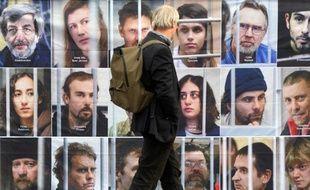 """Greenpeace-France a demandé jeudi à six groupes français ayant, selon l'ONG, des liens commerciaux avec le géant de l'énergie Gazprom ou avec la Russie d'""""intercéder"""" pour faire libérer ses militants détenus en Russie."""