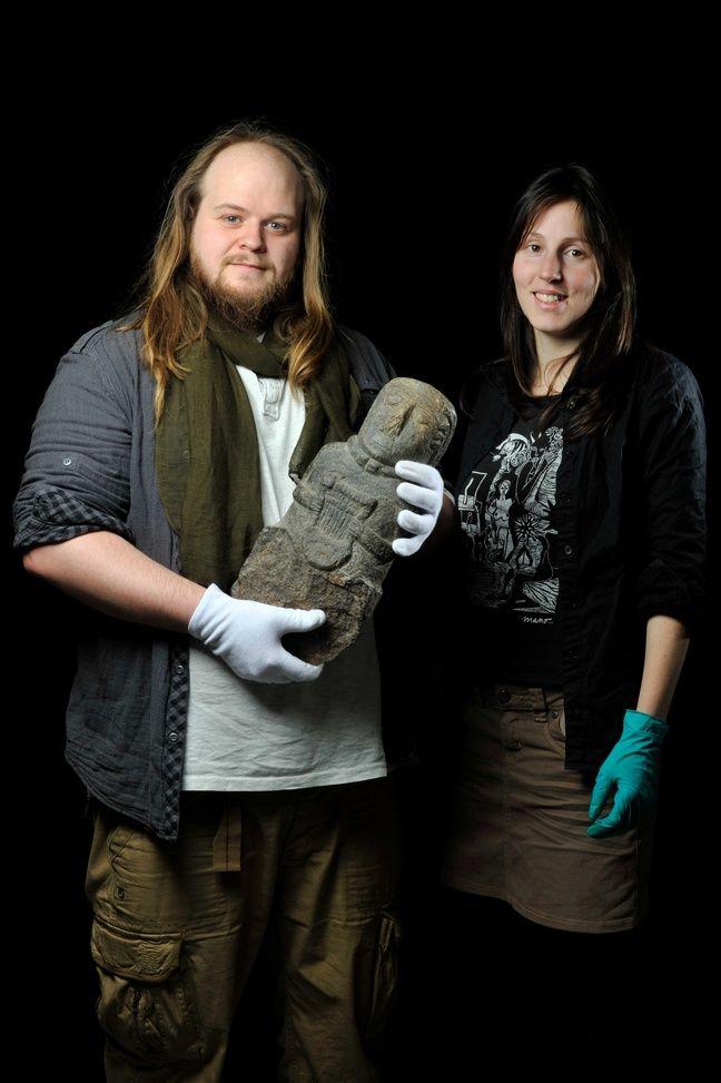 Julian Cuvilliez et Audrey Lecorgne, chercheurs en archéo-musicologie.