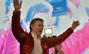 Le chef de l'Etat colombien Juan Manuel Santos fête les résultats du 1er tour de la présidentielle à Bogota le 25 mai 2014