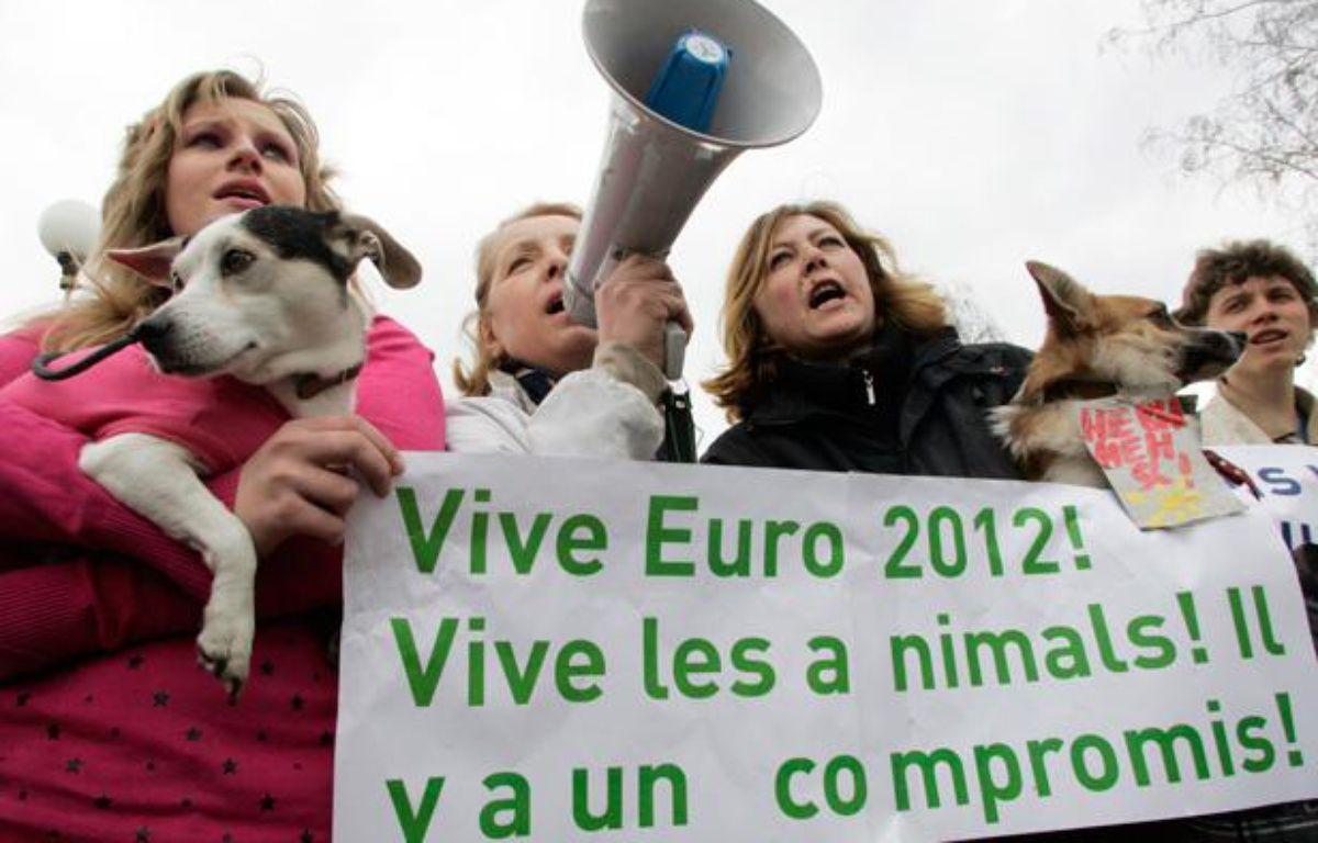 Manifestations en Ukraine contre l'abattage des chiens errants. – REUTERS/Konstantin Chernichkin