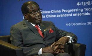 Le Président zimbabwéen Robert Mugabe, à Johannesburg, le 5 décembre 2015