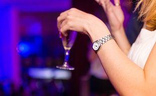 Une femme dans un bar (Illustration)