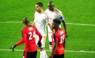 Dimitri Cavaré (n°19) et son pendant à gauche Ludovic Baal, ont affronté le FC Lorient en Coupe de la Ligue mercredi soir.