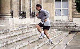 Nicolas Sarkozy de retour de jogging à l'Elysée, le 17 mai 2009.