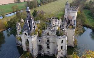 AV, château du XIIIe siècle, prix : 500.000 euros.