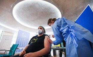 Les personnes vaccinées en Allemagne pourront bientôt faire plus de choses que les non-vaccinées