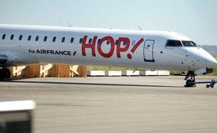 Una vion Hop! sur le tarmac de l'aéroport de Morlaix, le 7 avril 2017.