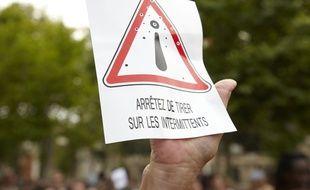 Affiche brandie lors d'une manifestation des intermittents du spectacle à Montpellier, le 22 juin 2014.