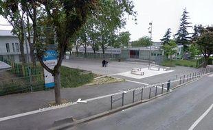 Le collège Albert-Schweitzer à Créteil, où un enseignant a été agressé, mercredi 24mars 2010.