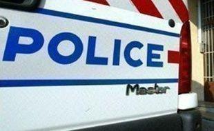 Un homme a été interpellé et placé en garde à vue jeudi à Montreuil (Seine-Saint-Denis) après le tabassage en règle le 12 mars dans cette ville d'un autre homme qui ressemblait au portrait robot d'un pédophile en cavale, a-t-on appris de source proche de l'enquête.