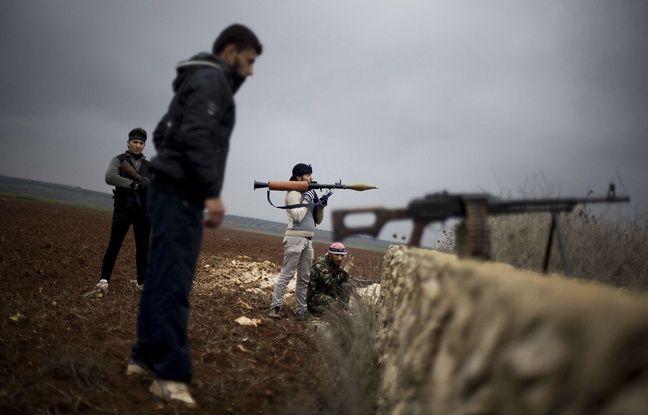 Des combattants rebelles syriens prs d'Azaz, au nord-ouest d'Alep, le 10 dcembre 2012.