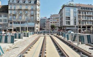 Les travaux de la préfiguration du tram-train, rue du Faubourg de Saverne, s'achèveront à l'automne pour permettre un lancement de la ligne à la fin novembre.