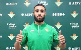 Nabil Fekir a été présenté sous ses nouvelles couleurs du Betis Séville dans la nuit de lundi à mardi via Twitter.