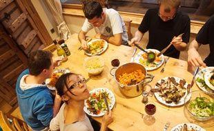 Les dîners à domicile permettent aux particuliers de dégager des revenus complémentaires.
