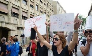 Des intermittents du spectacle manifestent à Avignon, le 4 juillet 2014.