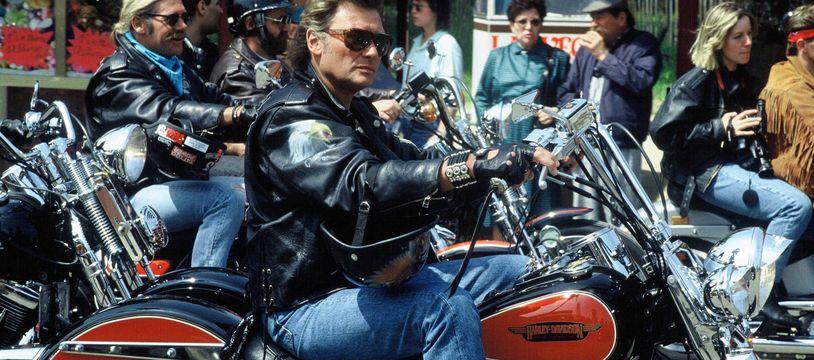Johnny Hallyday a un rassemblement de Harley Davidson en 1990 à Paris.