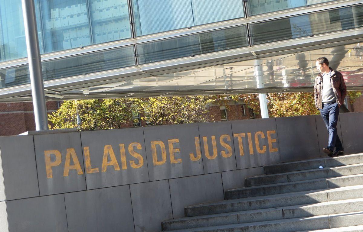 Grenoble, le 2 novembre 2015 Illustration du Palais de justice / cour d'assises de Grenoble –