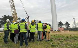 Deux éoliennes sont déjà sur pied sur le chantier qui s'achèvera en juin.