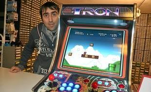 La borne d'arcade de Christophe Gagne rassemble quelque 30000 jeux.