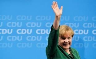 La chancelière Angela Merkel et son rival social-démocrate Peer Steinbrück jetaient mercredi leurs dernières forces pour mobiliser des électeurs déçus par une campagne ennuyeuse, à quatre jours d'élections législatives qui s'annoncent serrées.