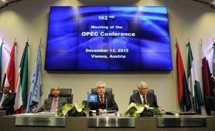 Les membres de l'Organisation des pays exportateurs de pétrole (Opep), qui a décidé mercredi de laisser inchangé son plafond de production, ont échoué à s'entendre sur la nomination d'un nouveau secrétaire général et ont reconduit le Libyen Abdallah El-Badri pour un an.