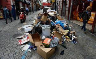 Détritus, sacs en plastique troués, canettes de bière et mégots envahissaient jeudi les rues et trottoirs de Madrid, au troisième jour d'une grève illimitée des employés des services de nettoyage qui dénoncent des baisses de salaires et suppressions de postes.