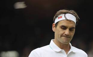 Roger Federer lors de sa défaite en quart de finale de Wimbledon contre Hubert Hurkacz, le 7 juillet 2021.