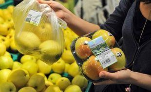 Entre des pommes en vrac, et des pommes emballées, le prix varie du simple au double. Le prix de l'emballage.