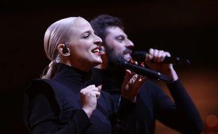 Le duo Madame Monsieur, Emilie Satt et Jean-Karl Lucas, sur la scène de l'Altice Arena de Lisbonne, le 9 mai 2018.
