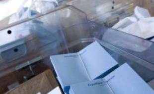Des enveloppes de bulletins de vote