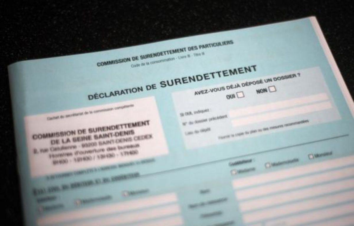 Le nombre de dossiers déposés en avril auprès des commissions de surendettement est en baisse de 3,7% par rapport à la même période de 2011, selon des chiffres publiés par la Banque de France sur son site, soit le sixième mois consécutif de repli. – Fred Dufour afp.com