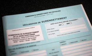 Le nombre de dossiers déposés en avril auprès des commissions de surendettement est en baisse de 3,7% par rapport à la même période de 2011, selon des chiffres publiés par la Banque de France sur son site, soit le sixième mois consécutif de repli.